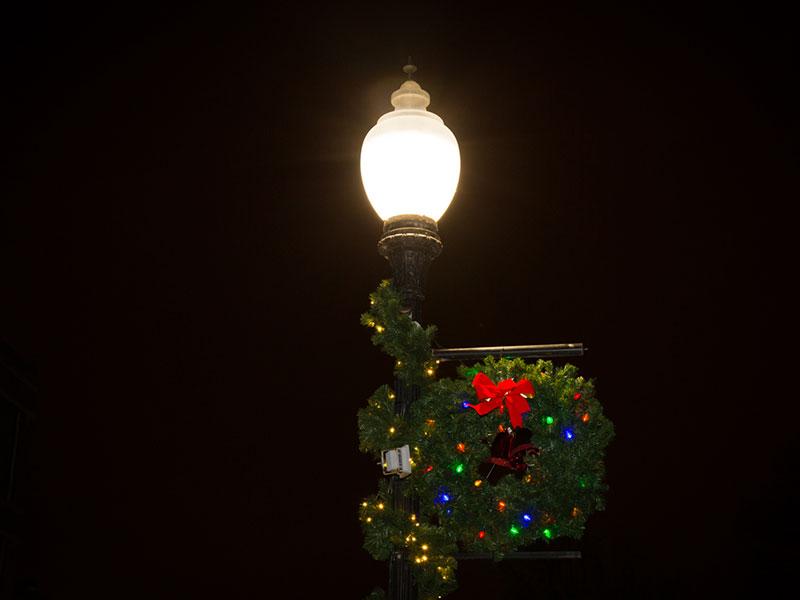 wreath-lightpole